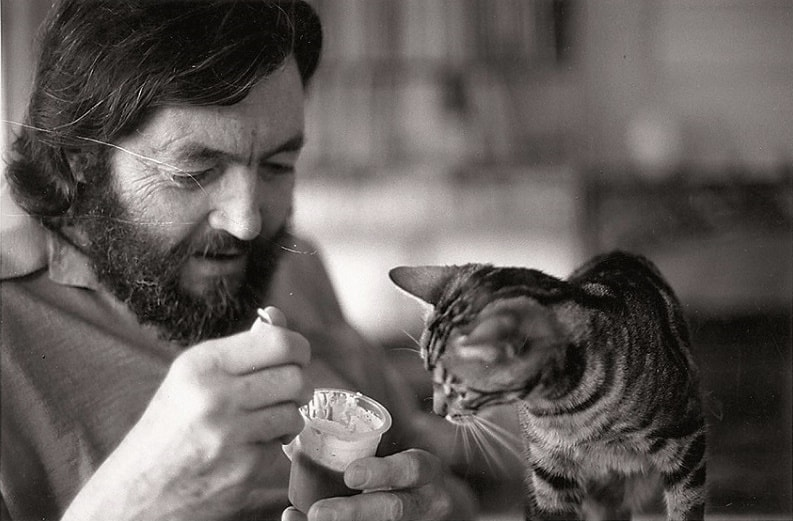 Писатели и коты: Хулио Кортасар