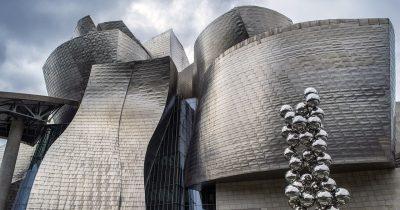 Музей Гуггенхайма в Бильбао: деконструкция пространства и сознания