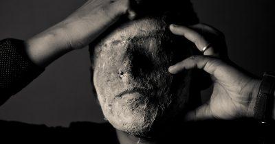 Не только алекситимия: темные чувства будут терзать нас до тех пор, пока мы не выразим их словами